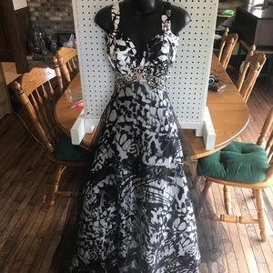 Black and white formal dress size 13/14